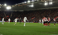 Pictured: Jonjo Shelvey of Swansea takes a free kick Sunday 01 February 2015<br />