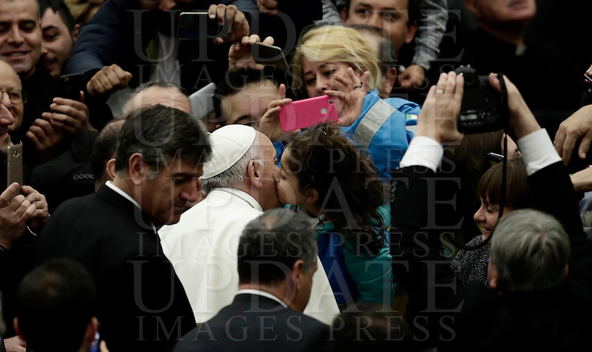 Papa Francesco bacia una bambina al suo arrivo all'udienza generale del mercoledi' in aula Paolo VI, Citta' del Vaticano, 7 dicembre 2016.<br /> Pope Francis waves faithful as he arrives to lead  his weekly general audience in Paul VI Hall at the Vatican on December 7, 2016. <br /> UPDATE IMAGES PRESS/Isabella Bonotto<br /> <br /> STRICTLY ONLY FOR EDITORIAL USE