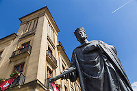 Espagne, Navarre, Pampelune:  Statue du Roi  Carlos III El Noble statue//  Spain, Navarre, Pamplona:  King Carlos III the Noble statue