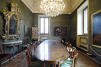 - Palazzo Marino, costruito fra il 1557 ed il 1563, dal 1861 storica sede del Comune di Milano; la sala Marra, conosciuta anche come Sala Vedrde<br /> <br /> - Palazzo Marino, built between 1557 and 1563, from 1861 historic home of the Milan Municipality; the Marra room, also known as the Green Room