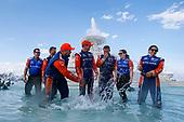 Scott Dixon, Chip Ganassi Racing Honda, Jumps in the Scott Fountain, Crew