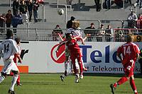 Luftkampf zwischen Sebastian Langkamp (FC Bayern M¸nchen) und Mario Vrancic (FSV Mainz 05)