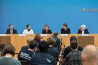 """Pressekonferenz zur Bilanz der Seenotrettung im Mittelmeer in 2019 am Donnerstag den 12. September 2019 in Berlin.<br /> An der Pressekonferenz nahmen teil: Christoph Hey, Projektleiter in Libyen, Aerzte Ohne Grenzen (2.vr.); <br /> Barbara Held, Aerztin und Seenotretterin (mitte); <br /> Tareq Alaows, Koordinierungskreis Bewegung Seebruecke (2.vl.); <br /> Mike Schubert, Oberbuergermeister Potsdam, Mitglied im kommunalen Buendnis """"Staedte Sicherer Haefen"""" (1.vl.); <br /> Heinrich Bedford-Strohm, Vorsitzender des Rates der Evangelischen Kirche in Deutschland (EKD) (1.vr.).<br /> 12.9.2019, Berlin<br /> Copyright: Christian-Ditsch.de<br /> [Inhaltsveraendernde Manipulation des Fotos nur nach ausdruecklicher Genehmigung des Fotografen. Vereinbarungen ueber Abtretung von Persoenlichkeitsrechten/Model Release der abgebildeten Person/Personen liegen nicht vor. NO MODEL RELEASE! Nur fuer Redaktionelle Zwecke. Don't publish without copyright Christian-Ditsch.de, Veroeffentlichung nur mit Fotografennennung, sowie gegen Honorar, MwSt. und Beleg. Konto: I N G - D i B a, IBAN DE58500105175400192269, BIC INGDDEFFXXX, Kontakt: post@christian-ditsch.de<br /> Bei der Bearbeitung der Dateiinformationen darf die Urheberkennzeichnung in den EXIF- und  IPTC-Daten nicht entfernt werden, diese sind in digitalen Medien nach §95c UrhG rechtlich geschuetzt. Der Urhebervermerk wird gemaess §13 UrhG verlangt.]"""