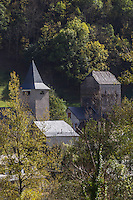 Europe, France, Aquitaine, Pyrénées-Atlantiques, Béarn, Vallée d'Aspe, Etsaut, le village , l'église et la maison  forte, // Europe, France, Aquitaine, Pyrenees Atlantiques, Bearn, Aspe valley, Etsaut,  the vilalge, the church and the Fortified house