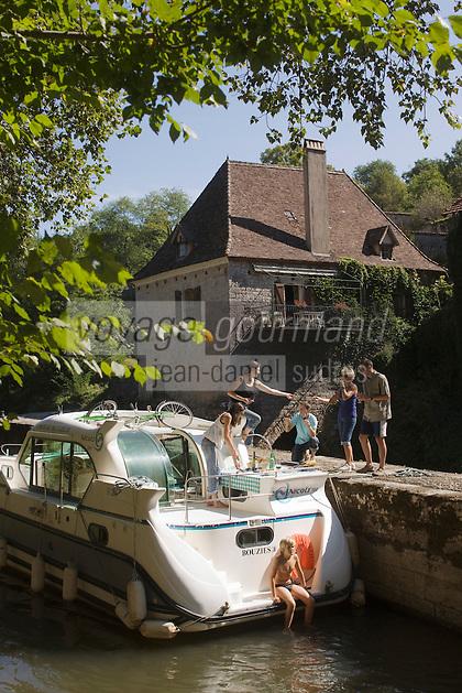 Europe/France/Midi-Pyrénées/46/Lot/Saint-Cirq-Lapopie: Navigation fluviale sur la vallée du Lot à l'écluse Auto N°: 2008-213 Auto N°: 2008-214  Auto N°: 2008-215 Auto N°: 2008-217  Auto N°: 2008-216 - Les Plus Beaux Villages de France