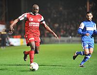 KV Kortrijk - KRC Genk : Allasane Tambe aan de bal voor Fabien Camus.foto VDB / BART VANDENBROUCKE