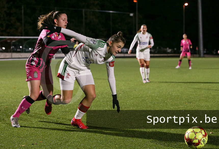Chrystal Lermusiaux (2 Charleroi) and Zenia Mertens (6 OHL) in action during a female soccer game between Oud Heverlee Leuven and Sporting de Charleroi on the seventh matchday of the 2020 - 2021 season of Belgian Womens Super League , sunday 15 th of November 2020  in Heverlee , Belgium . PHOTO SPORTPIX.BE | SPP | SEVIL OKTEM
