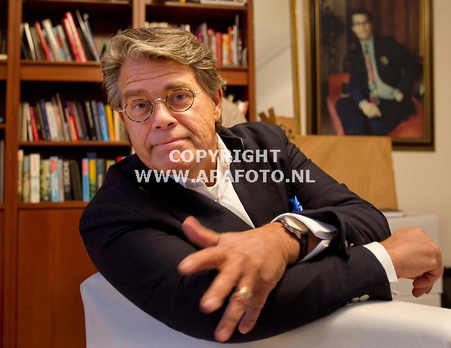 Arnhem, 240312<br /> Emiel Ratelband heeft een aantal dagen vastgezeten, verdacht van brandstichting in zijn huis in Huissen. Op de foto is hij in zijn huis.<br /> Foto: Sjef Prins - APA Foto
