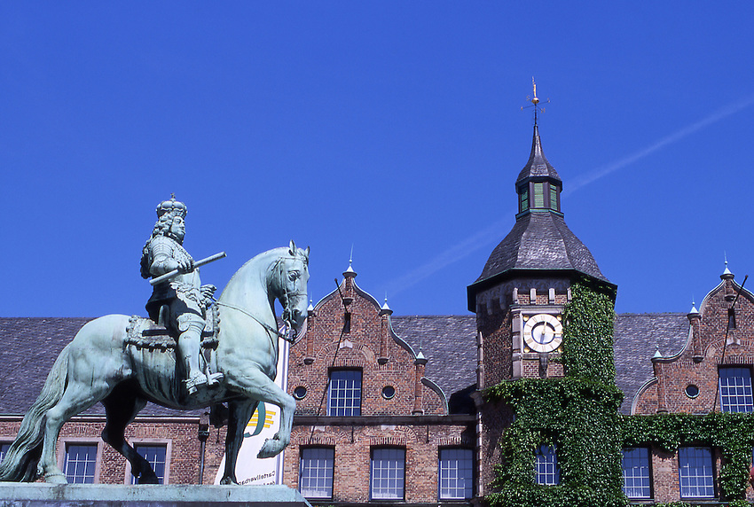 Europe, DEU, Germany, Northrhine Westphalia, Rhineland, Lower Rhine, Dusseldorf, Old town, City hall, Jan-Wellem Monument....[ For each utilisation of my images my General Terms and Conditions are mandatory. Usage only against use message and proof. Download of my General Terms and Conditions under http://www.image-box.com or ask for sending. A clearance before usage is necessary...Material is subject to royalties. Each utilisation of my images is subject to a fee in accordance to the present valid MFM-List...Contact | archive@image-box.com | www.image-box.com ]