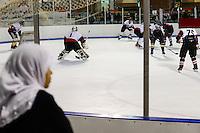 QATAR, Doha, Aspire Zone, Villaggio shopping mall with ice skating, ice hockey game / KATAR, Doha, shopping mall mit Schlittschuhbahn, Eishockey Spiel