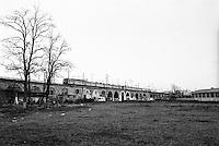Milano, quartiere greco, periferia nord. Terreno dietro al ponte della ferrovia --- Milan, Greco district, north periphery. Ground behind the railway bridge
