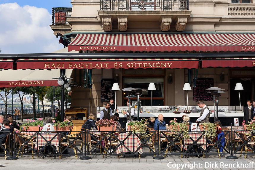 Restaurant am Donaukorso, Dunakorzó, Budapest, Ungarn, UNESCO-Weltkulturerbe