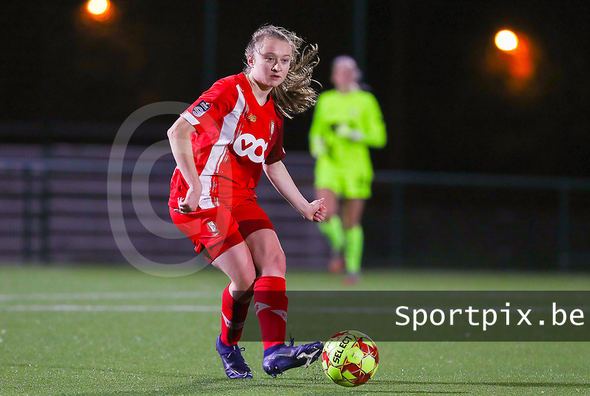 Gwyneth Vanaenrode (3 Standard) gives a pass during a female soccer game between Oud Heverlee Leuven and Standard Femina De Liege on the 10th matchday of the 2020 - 2021 season of Belgian Womens Super League , sunday 20 th of December 2020  in Heverlee , Belgium . PHOTO SPORTPIX.BE | SPP | SEVIL OKTEM