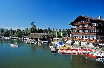 Deutschland, Bayern, Oberbayern, Chiemgau: Seebruck mit Yachthafen und Bootsvermietung | Germany, Bavaria, Upper Bavaria, Chiemgau,: Seebruck with yacht harbour and boat rental