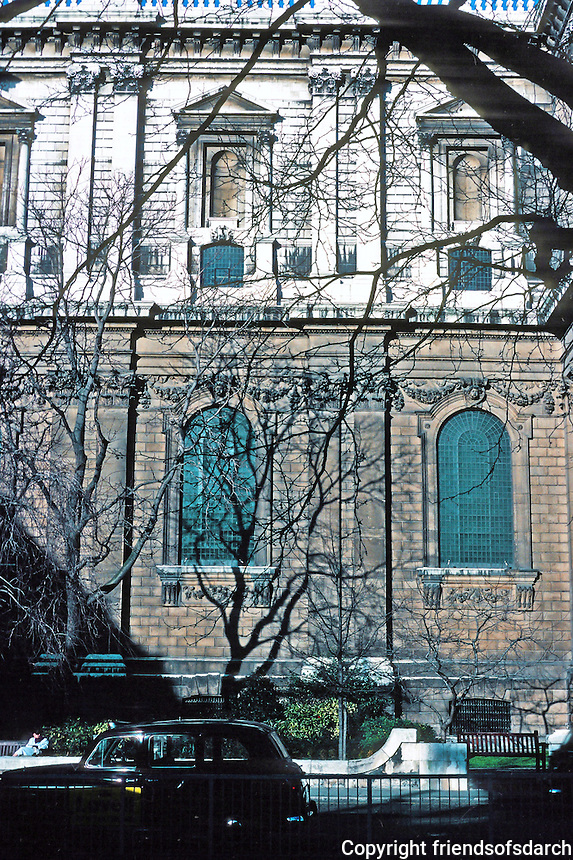 Sir Christopher Wren: St. Paul's Cathedral--side elevation of nave. Photo '90.
