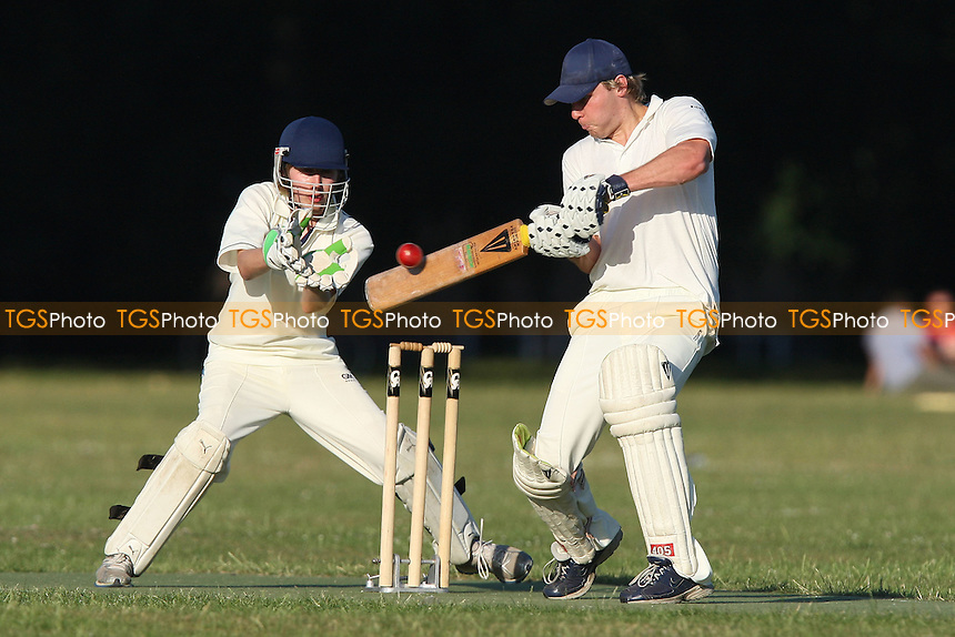 Victoria Park Juniors CC vs Tower Cavaliers CC - Victoria Park Community Cricket League - 01/07/09 - MANDATORY CREDIT: Gavin Ellis/TGSPHOTO - Self billing applies where appropriate - 0845 094 6026 - contact@tgsphoto.co.uk - NO UNPAID USE.