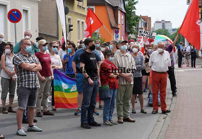 Protest gegen die Wahlkampfveranstaltung der AfD in der Stadthalle Groß-Gerau - Gross-Gerau 10.07.2021: Protest gegen AfD Veranstaltung