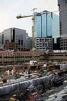 Construction au centre-ville de Montréal dans les années 80.<br /> <br /> Cadillac Fairview ; Mc Gill College, Novembre 1986