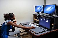 BURKINA FASO, woman works in studio for digital Video cutting of RTB Télévision nationale du Burkina in Ouagadougou / BURKINA FASO Ouagadougou, Frau arbeitet im digitalen Schnittraum des Fernsehsender RTB Télévision nationale du Burkina