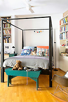 contemporary canopy bed