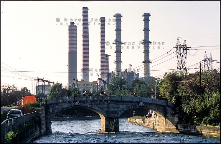Turbigo (Milano), le ciminiere della centrale termoelettrica e un ponte sul Naviglio Grande --- Turbigo (Milan), chimneys of the thermoelectric power plant and a bridge over the Naviglio Grande canal