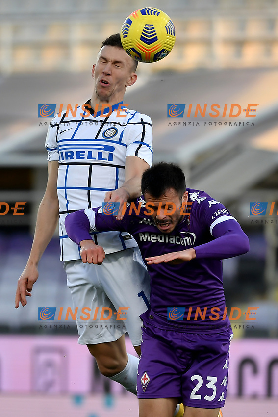 Ivan Perisic of FC Internazionale and Lorenzo Venuti of ACF Fiorentina compete for the ball during the Italy Cup round of 16 football match between ACF Fiorentina and FC Internazionale at Artemio Franchi stadium in Firenze (Italy), January 13th, 2021. Photo Andrea Staccioli / Insidefoto