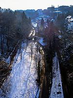 Blick von Pont Adolphe auf Vallee de la Petrusse, Luxemburg-City, Luxemburg, Europa, UNESCO-Weltkulturerbe<br /> View from  Pont Adolphe on Vallee de la Petrusse, Luxembourg City, Europe, UNESCO Heritage Site