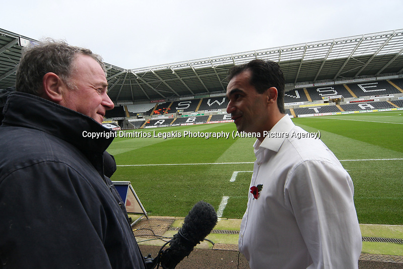 Pictured: Roberto Martínez (right) Manager of Swansea City<br /> Re: Coca Cola Championship, Swansea City Football Club v Watford at the Liberty Stadium, Swansea, south Wales 09 November 2008.<br /> Picture by Dimitrios Legakis Photography (Athena Picture Agency), Swansea, 07815441513