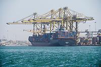 Senegal, Dakar, Hafen, DP World Dakar - Terminal à Conteneur, Container Terminal, Containerschiff Nikolas in Panama registriert, DP World ist einer der weltweit größten Hafenbetreiber. Haupteigentümer ist Dubai World, die staatliche Investmentgruppe der Vereinigten Arabischen Emirate.
