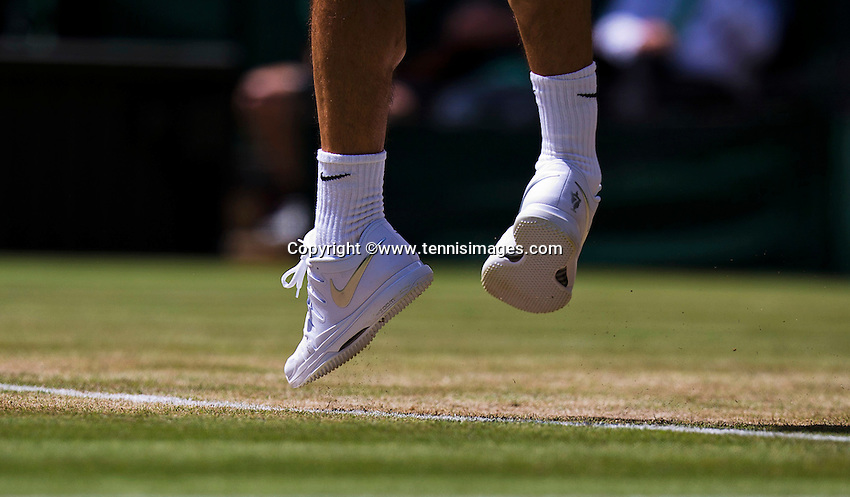 England, London, Juli 04, 2015, Tennis, Wimbledon, Shoes in the air while Federer services<br /> Photo: Tennisimages/Henk Koster