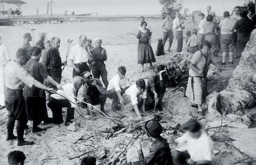 Vintage image of a seaside weenie roast.