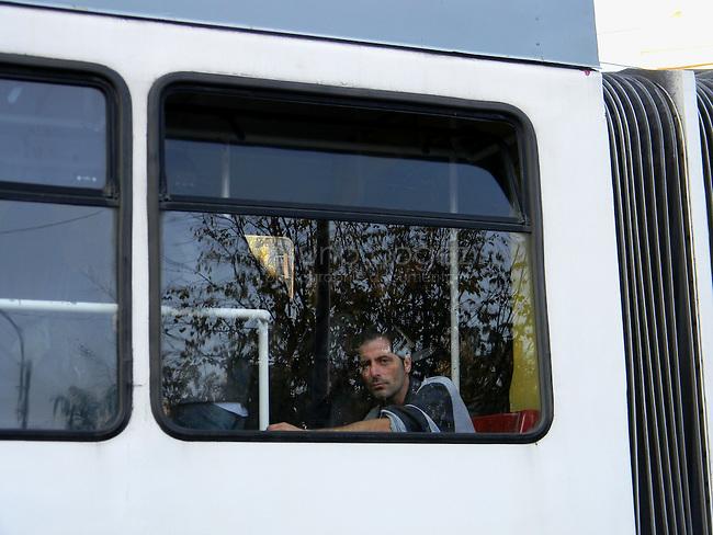 ROUMANIE, Bucarest, Piata Unirii, 9.11.2011.  Gens du transport publique. Homme dans le tram 32. © Ioana Constantina/ Florian Iancu