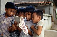 Schulkinder bei Hanoi, Vietnam