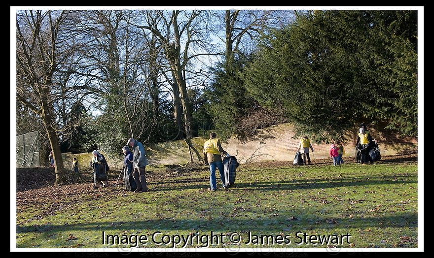 """01/02/2010  Copyright  Pic : James Stewart.17_dollar_park  .::  """" FRIENDS OF DOLLAR PARK """" LITTER PICK : SUNDAY 31ST JANUARY 2010 :: .James Stewart Photography 19 Carronlea Drive, Falkirk. FK2 8DN      Vat Reg No. 607 6932 25.Telephone      : +44 (0)1324 570291 .Mobile              : +44 (0)7721 416997.E-mail  :  jim@jspa.co.uk.If you require further information then contact Jim Stewart on any of the numbers above........."""