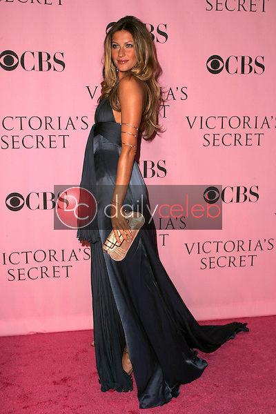 Gisele Bundchen <br />arriving at The Victoria's Secret Fashion Show. Kodak Theatre, Hollywood, CA. 11-16-06<br />Dave Edwards/DailyCeleb.com 818-249-4998