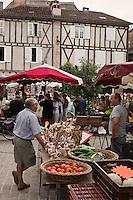 Europe/Europe/France/Midi-Pyrénées/46/Lot/Saint-Céré: Marché sur la Place du Mercadial
