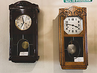Wall Clock, pendulum clock.<br /> Reloj de Pared, reloj de pendulo.<br /> Cafe Mona o Casa Oaxaca Cafe en Hermosillo sonora.