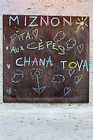 Europe,France,Ile-de-France,75004,Paris: Miznon (Eyal Shani) : pitas d'anthologie : 22, rue des Ecouffes, 75004 enseigne