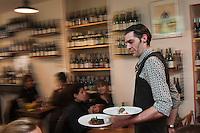 Europe/France/Aquitaine/64/Pyrénées-Atlantiques/Béarn/Pau: Restaurant: Les Papilles insolites- Jean-Pascal Revol , son chef: Hiroyuki Shinjo, et sa pâtissière: Ayumi Shinjo [Non destiné à un usage publicitaire - Not intended for an advertising use]