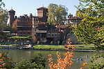 Italien, Piemont, Hauptstadt Turin: Borgo Medievale im Parco del Valentino, Fluss Po | Italy, Piedmont, capital Torino: Borgo Medievale at Parco del Valentino, river Po