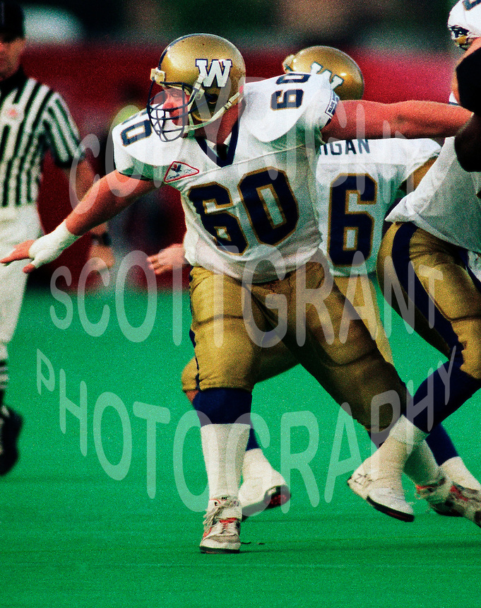 Dave Vankoughnett Winnipeg Blue Bombers 1992. Photo F. Scott Grant