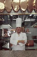 """Europe/France/Rhone-Alpes/69/Rhone/env de Lyon/Collonges -au-Mont-d'Or: Restaurant """"Paul Bocuse"""" Paul Bocuse devant les fourneaux de sa cuisine [Non destiné à un usage publicitaire - Not intended for an advertising use]<br /> PHOTO D'ARCHIVES // ARCHIVAL IMAGES<br /> FRANCE 2000"""