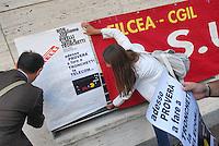 - Milan, garrison of Telecom group workers in protest against the rearrangement of the company in front of the headquarters in Stock Exchange Square....- Milano, presidio dei dipendenti del gruppo Telecom  in protesta contro il riassetto della società davanti alla sede centrale in Piazza degli Affari