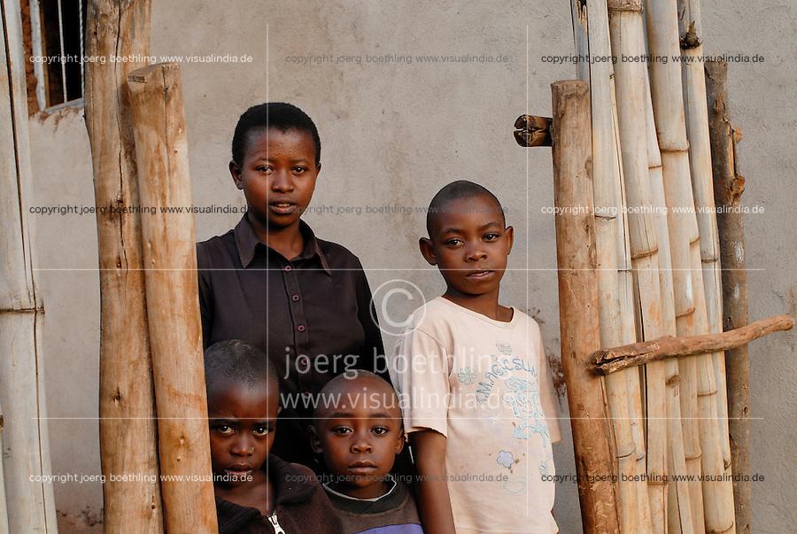 Rwanda, Butare , 16 years old Hutu girl Chantalle with her young brothers living alone without parents as the father is in jail due to 1994 genocide crimes, mothers died / Ruanda Butare , Maedchen Chantalle 16 Jahre fuehrt mit ihren kleinen Bruedern einen Kinderhaushalt, ihr Vater ist wegen Verbrechen waehrend des Genozids 1994 im Gefaengnis, seine zwei Frauen starben frueh - MORE IMAGES AVALABLE!