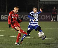AA GENT LADIES - FC TWENTE :<br /> Evy De Smedt (R) probeert een voorzet van Danique Kerkdijk (L) te onderscheppen<br /> foto Dirk Vuylsteke / Nikonpro.be