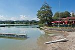 Deutschland, Bayern, Oberbayern, Chiemgau, Taching am See, Ortsteil Tengling: Strandbad Seefischerwerk am Tachinger See, ein eigenstaendiger See, der aber oft als Teil des Waginger Sees bezeichnet wird, Oberbayerns waermster Badesee | Germany, Bavaria, Upper Bavaria, Chiemgau, Taching am See. district Tengling: Lido Seefischerwerk at Tachinger Lake