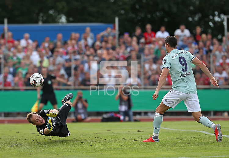18.08.2018, Football DFB Pokal 2018/2019, 1. round, SV Drochtersen Assel - FC Bayern Muenchen, Kehdinger stadium Drochtersen. goal  0:1,  goalkeeper Patrick Siefkes (SV Drochtersen-Assel)  -  and scorer Robert Lewandowski (Bayern Muenchen)<br /><br /><br />***DFB rules prohibit use in MMS Services via handheld devices until two hours after a match and any usage on internet or online media simulating video foodaye during the match.*** *** Local Caption *** © pixathlon<br /> <br /> Contact: +49-40-22 63 02 60 , info@pixathlon.de
