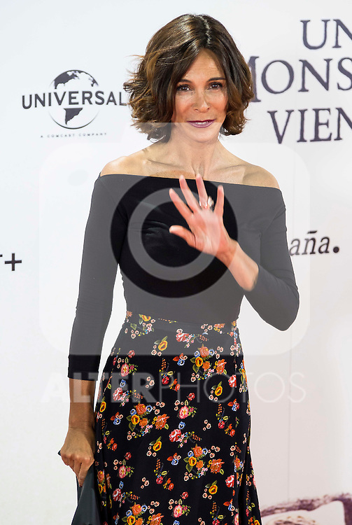 """Lydia Bosch during the premiere of the spanish film """"Un Monstruo Viene a Verme"""" of J.A. Bayona at Teatro Real in Madrid. September 26, 2016. (ALTERPHOTOS/Borja B.Hojas)"""
