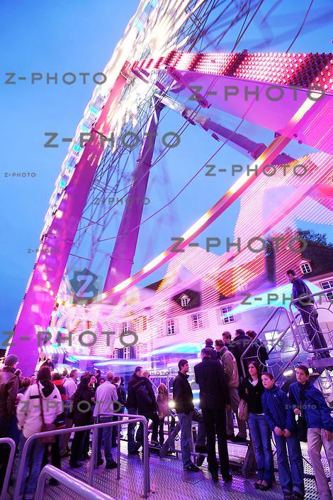 60 Meter hohe Stahlkoloss zählt zu den beliebtesten Attraktionen der Basler Herbstmesse das Riesenrad von Peter Hablützel am 22. Oktober 2009<br /> <br /> Copyright © Zvonimir Pisonic