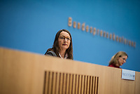 """Die Vorsitzende Deutscher Ethikrat, Prof. Dr. Alena Buyx, ihr Kollege Prof. Dr. Dr. h.c. Volker Lipp, Stellvertretender Vorsitzender des Deutschen Ethikrates sowie Prof. Dr. Dr. Sigrid Graumann (im Bild), Sprecherin der AG Pandemie des Deutschen Ethikrates stellten am Donnerstag den 4. Februar 2021 in Berlin ihre Ad-Hoc-Empfehlung """"Besondere Regeln fuer Geimpfte?"""" vor.<br /> 4.2.2021, Berlin<br /> Copyright: Christian-Ditsch.de"""